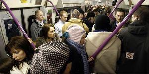 Un treno molto affollato