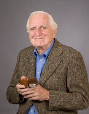 douglas_engelbart_and_mouse[1]